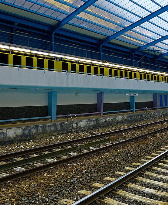 P1120907_P1100664_point noir cabines jaunes_4 3_signature_NEW2_© MokA 2020